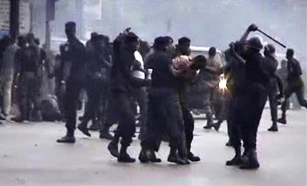 Security forces clash with protesters in this frame grab taken from September 28, 2009 footage (Reuters/Reuters TV).